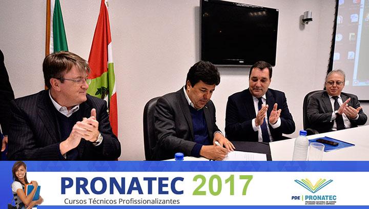 MEC libera 127 milhões para Pronatec