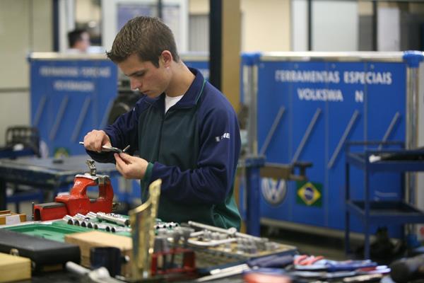 O Senai prepara profissionais para trabalhar nas indústrias. (Foto: Divulgação)